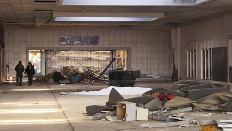 deserted-shopping-mal